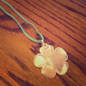 Mother of Pearl Stone Flower 🌸 Necklace Jewelry